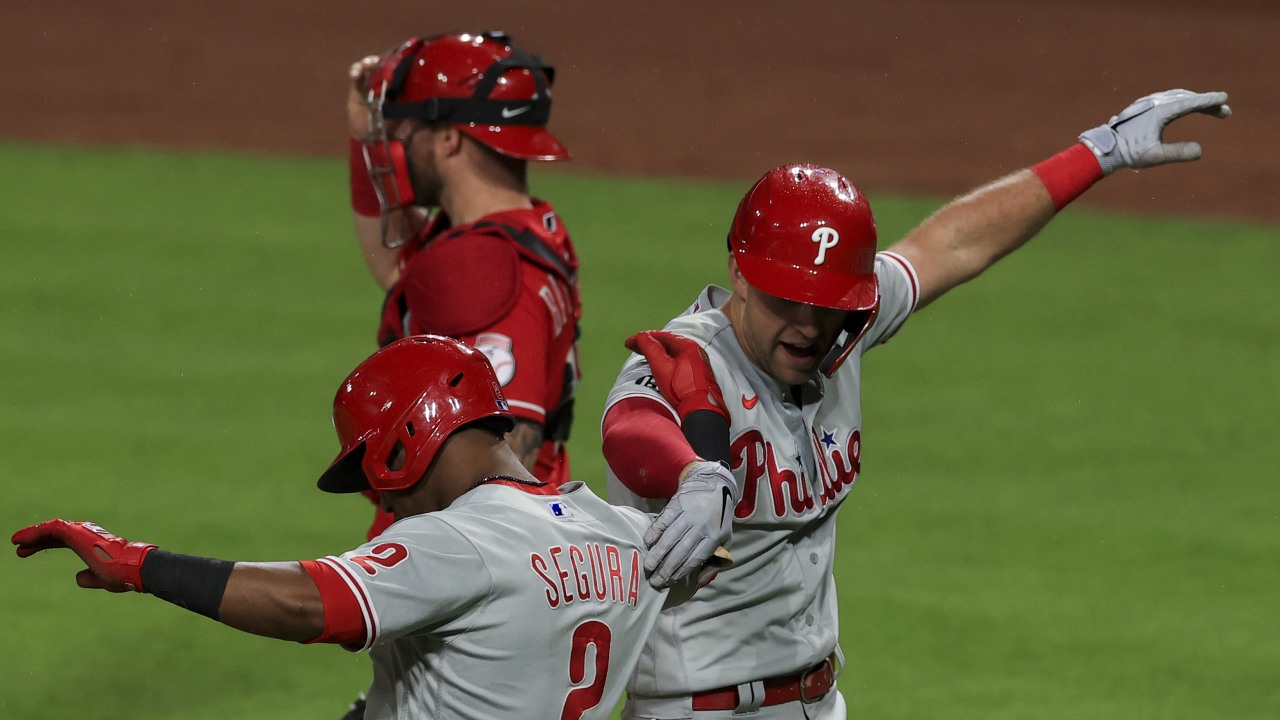 Reds use 6 pitchers, Phils hit 7 HRs, Reds lose 17-3