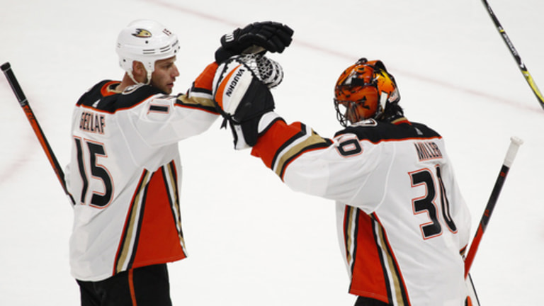 Henrique's OT goal lifts Ducks to 4-3 win over Sabres