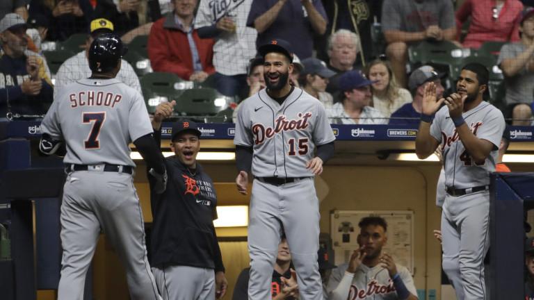 Tigers Brewers Baseball
