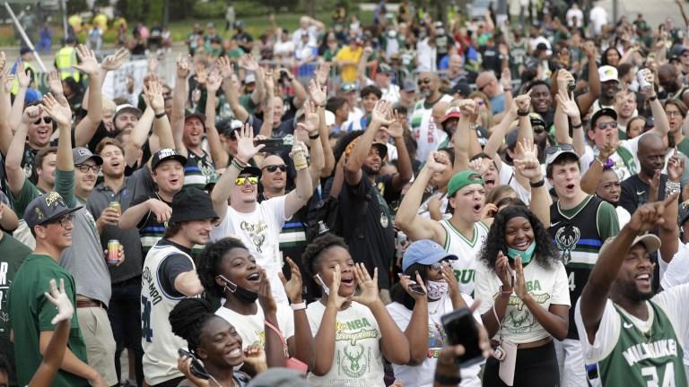 Fans cheer before the parade began Thursday. (AP Photo/Aaron Gash)