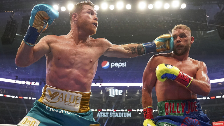APTOPIX Alvarez Saunders Boxing