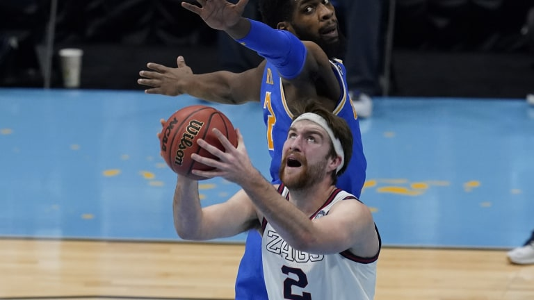 Gonzaga's Drew Timme drives to the basket ahead of UCLA's Cody Riley. (AP Photo/Darron Cummings)